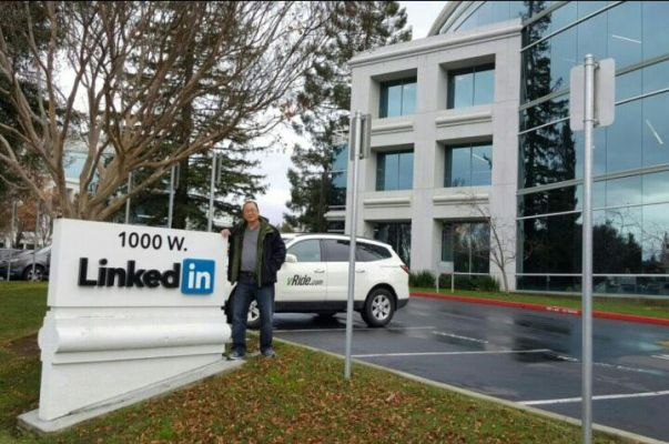 Visiting Head Office of Linked In in Sunnyvale, California_1